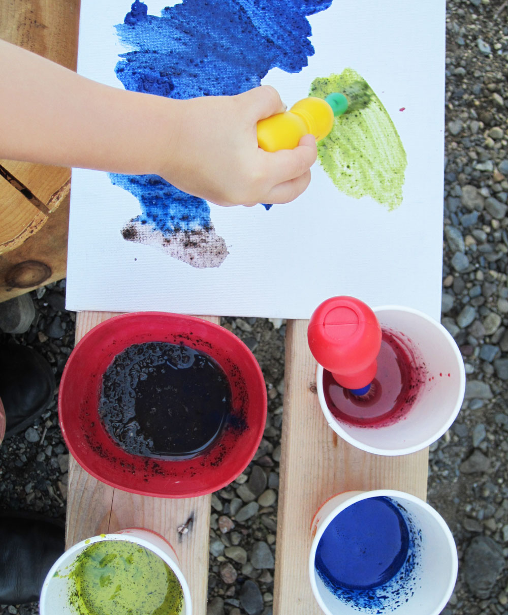 Paint with mud and tempera - Nature Art Activities for Kids
