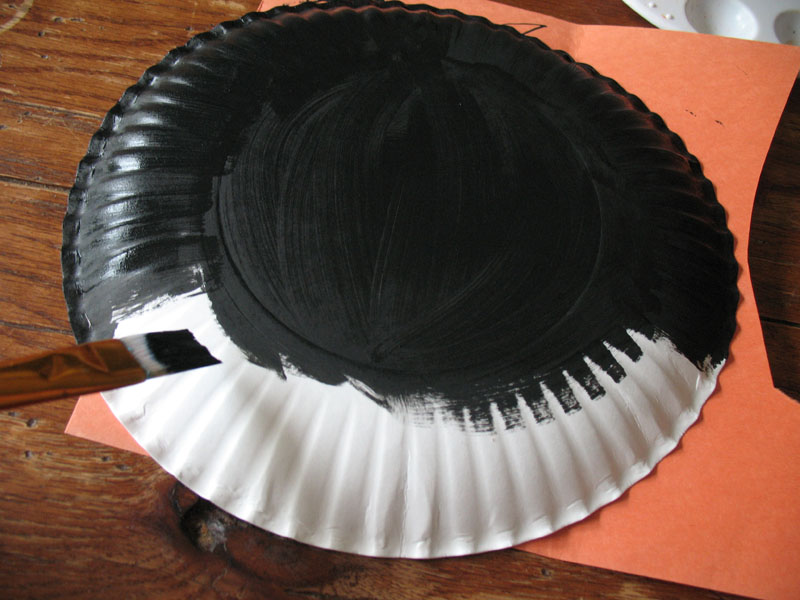Paint the backside of the paper plate black and let dry. & Paper Plate Black Cat - Halloween - Monthly Seasonal Crafts - KinderArt