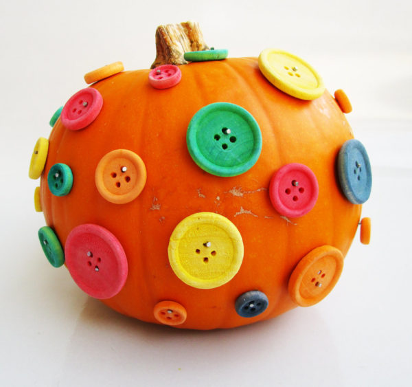 Button pumpkin. KinderArt.com