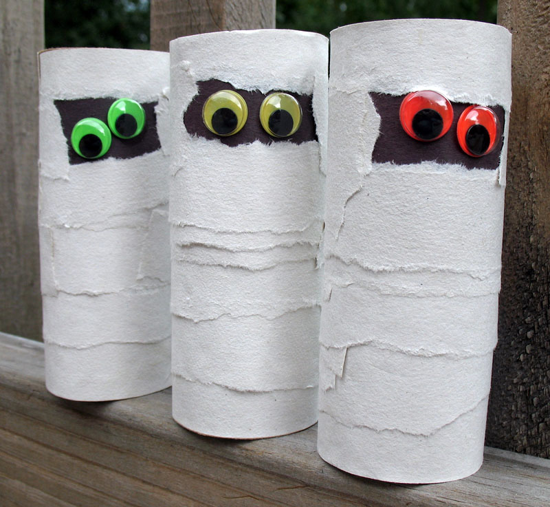Cardboard tube mummies craft for kids.