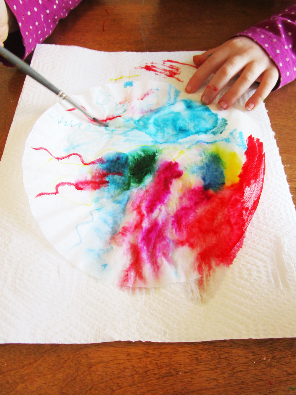 Kids can make flowers from coffee filters and watercolours or markers. KinderArt.com