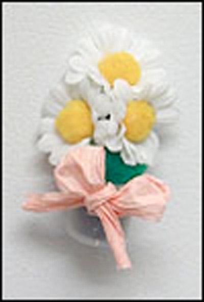 Paint pot daisy magnet craft.