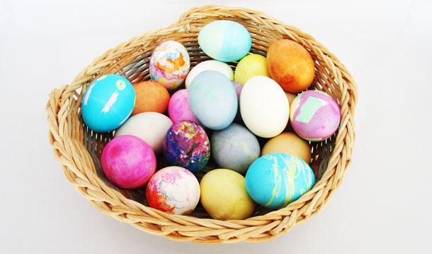 How to make Easter Eggs. KinderArt.com.