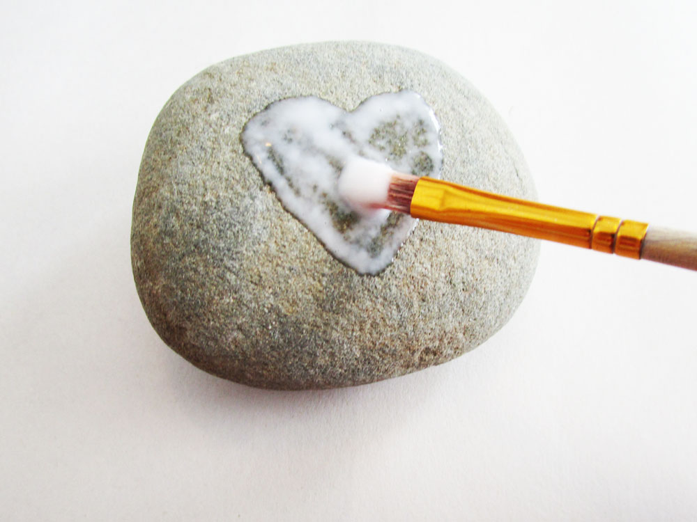 Paint a heart using glue.