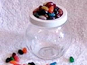 Jellybean jar kids can make as gifts.
