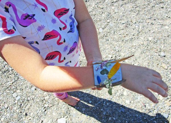 Make a nature bracelet.