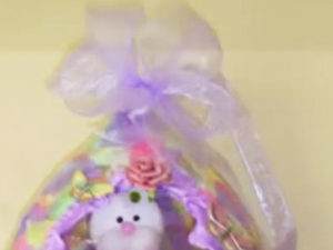 Paper mache Easter Baskets from Balloons. KinderArt.com
