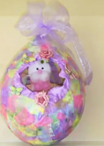 Paper mache Easter Baskets from Balloons. KinderArt.com