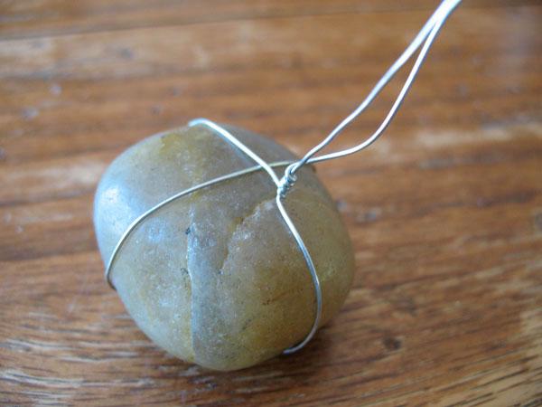 Make a pet rock necklace