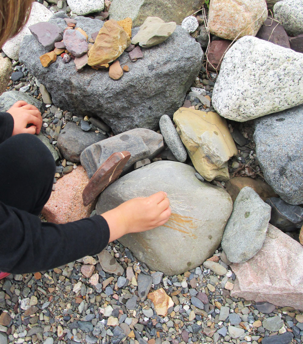 Drawing on rocks, with other rocks.