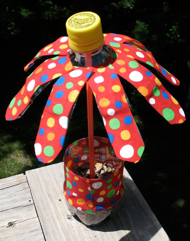 water bottle flowers summer camp crafts and lessons for kids kinderart. Black Bedroom Furniture Sets. Home Design Ideas